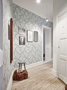 grey wallpaper.