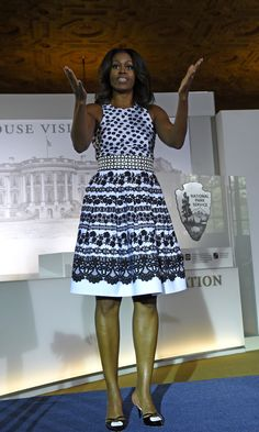 First Lady Michelle Obama Michelle Obama Flotus, Michelle Obama Fashion, Barack And Michelle, Barack Obama Family, American First Ladies, Style And Grace, African Dress, African Fashion, Lady
