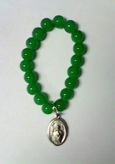 Pra el dia de San Judas Tdeo, una pulsera elaborada con cuenta de cristal y su respectiva medallita.
