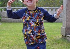 Gracias a Naii también tenemos a Batman!! http://diariodenaii.blogspot.com.es/2014/10/raglan-naii-patron.html