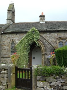 Church Cottage, Halton Gill, Yorkshire Dales. This village was used in the filming of the Daniel Radcliffe film *The Woman In Black*. Photo : Aldridge, in a Campervan