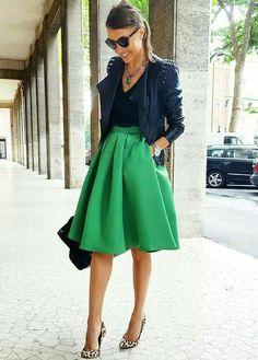 Скорее юбка, чем верх. И сочетание с фасоном туфель. Цвет туфель - скорее нет.