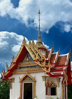Beautiful Thai Temple by Kudrin Ruslan