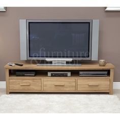 Oregon Wide TV Unit - OREWPLAS 	Exceptional quality 100% solid oak throughout - No veneers 	Choice of two handles available; Oak Bar and Chrome T-Bar 	Dovetailed front and back drawers