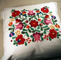 Hungarian Embroidery Stitch Hungarian embroidery from Kalocsa Hungarian Embroidery, Mexican Embroidery, Brazilian Embroidery, Learn Embroidery, Crewel Embroidery, Machine Embroidery, Floral Embroidery, Embroidery Designs, Embroidery Techniques