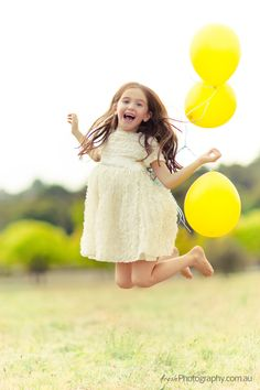 Styled kids Photoshoot - Photographing in Melbouren. Little Girl Photography, Kids Fashion Photography, Family Photography, Children Photography Poses, Balloons Photography, Little Girl Photos, Kid Poses, Foto Pose, Photographing Kids
