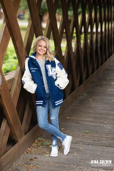 This sweet 2020 Senior from Locust Grove High School in Henry County, GA came to see us in Forsyth County just for her senior pictures! Senior Photography Poses, Senior Portraits Girl, Senior Girl Poses, Senior Girls, Senior Session, Senior Posing, Photography Portraits, Flash Photography, Photography Tutorials