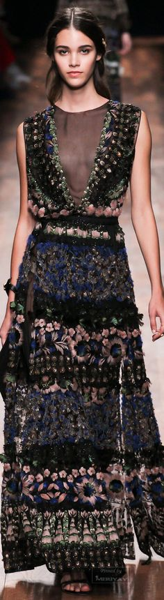 Valentino.Spring 2015. Head onto http://lookingfordawn.com for more style and fashion inspirations!