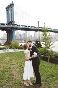 Alexandra and Martin eloped to NYC and chose the Brooklyn Bridge Park in Dumbo as the location for the ceremony + photos. Manhattan Times Square, Lower Manhattan, Brooklyn Bridge New York, Vintage New York, High Line, Photography Packaging, Little Italy, Alberta Canada, Thailand Travel