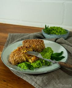Bulgurköfte mit Erbsenhummus All You Need Is, Quinoa Burger, Avocado Toast, Broccoli, Snacks, Vegetables, Breakfast, Red Cabbage Coleslaw, Bulgur