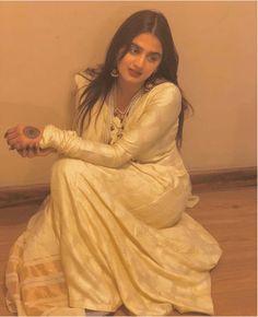 hira-mani 24 Ways to Wear All White Outfits Like Pakistani Celebrities Pakistani Outfits, Indian Outfits, Latest Bridal Dresses, Hira Mani, White Frock, Latest Summer Fashion, Prettiest Actresses, All White Outfit, Cute Celebrities