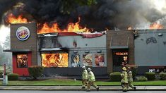 YOU ADD THE CAAPTION  @worldwidefirefighters -  Burger King on fire in Albany   #chiefmiller #bomberos #brandweer #feuerwehr #firebrigade . ___Want to be featured? _____ Use hastag chiefmiller  WWW.CHIEFMILLERAPPAREL.COM . . CHECK OUT! Facebook- chiefmiller1 Periscope -chief_miller Tumblr- chief-miller Twitter - chief_miller YouTube- chief miller Vero - chief miller  TAG A FRIEND WHO NEEDS TO SEE THIS. Please be sure to Like and Comment.