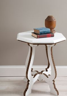 Die Möbel Aus Pappe Haben Viele Vorteile Gegenüber Den Traditionellen  Möbelstücken. Sie Sind Sehr Leicht, Flexibel, Stabil, Leicht Gestaltbar Und  Recyclebar