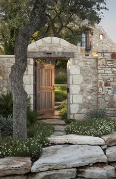 Italian style main entry gate and courtyard, house located in Austin Texas / Chas Architects