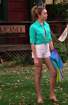 LEGGY AND GORGEOUS Peyton List. SHE'S VERY BEAUTIFUL. Sal P