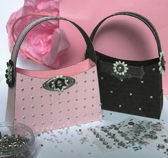 Mel Stampz: J is for. Jeweled Purse Boxes - Free Template and step by step Photo tutorial - Bildanleitung und gratis Schnittvorlage Paper Purse, Purse Tutorial, Tutorial Sewing, How To Make Paper, Gift Bags, Favor Bags, Cardmaking, Paper Crafts, Purses
