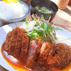 神戸の元町には美味しいランチのお店がたくさんあります。美味しい人気のランチには行列がつきもの。でも、食べてみたい!そんな、あなたに行列必須の人気のお店をご紹介します。どうぞ、元町のおすすめランチをお楽しみください!