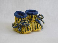 Strick- & Häkelschuhe - Babyschuhe gestrickt 0-6 M in gelb-blau - ein Designerstück von Idee-Kreativ bei DaWanda Designer, Beanie, Etsy, Fashion, Yellow, Blue, Creative, Gifts, Fashion Styles