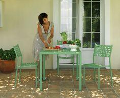 כיסאות אליס 790 ללא ידיות. 890 עם ידיות. שלוחן עגול 1600