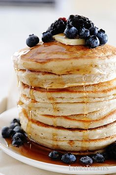 Thick, fluffy cassava flour pancakes make a delicious gluten-free, paleo breakfast! You're never going to believe how good these gluten-free pancakes can be! @bobsredmill #sponsored Greek Yogurt Pancakes, No Flour Pancakes, Gluten Free Pancakes, Tasty Pancakes, Pancakes And Waffles, Fun Baking Recipes, Flour Recipes, Pancake Recipes, Bread Recipes