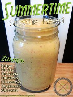 Sommer-Smoothie mit Ingwer, Gurke, Mango, Nektarine, Limette, Galiamelone und Eiswürfel