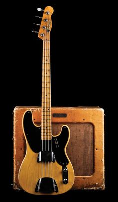 1952 Fender Precision Bass and a TV front Fender Bassman 1x15 combo from the same year! Telecaster Bass, Fender Bass Guitar, Fender Electric Guitar, Rickenbacker Bass, Leo Fender, Gibson Guitars, Banjo, Vintage Bass Guitars, Fender Vintage