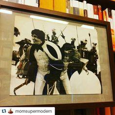 #Repost @momsupermodern  #mybiennaleRN #biennale #Rimini #circuitoopen #fotodiscena #carmelobene #vivorimini  #libreriariminese @biennaledisegno