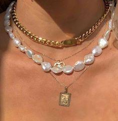 Cute Jewelry, Gold Jewelry, Jewelry Accessories, Jewelry Trends, Luxury Jewelry, Jewelry Box, 90s Jewelry, Jewelry Pouches, Fashion Accessories