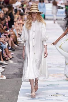 Cynthia Rowley Spring 2020 Ready-to-Wear Fashion Show - Vogue Source by foresnter outfits primavera Vogue Fashion, Fashion 2020, Runway Fashion, Womens Fashion, Fashion Brands, Cynthia Rowley, Fashion Weeks, Modest Fashion, Fashion Outfits
