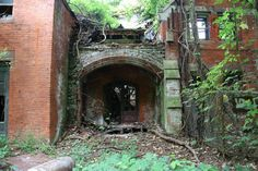 A building on North Brother Island in New York. Located in between Queens and the Bronx, in 1885 the island was used to build a hospital complex to quarantine and treat people suffering from smallpox and typhoid fever. In the 1950's it was turned into a rehab center. The entire island has been abandoned since 1963.