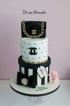 Tarta Chanel /Chanel Cake The Effective Pictures We Offer You About cool wedding cakes tim burton A Chanel Birthday Cake, 21st Birthday Cakes, Sweet 16 Birthday, Makeup Birthday Cakes, Coco Channel, Channel Cake, 16 Cake, Cupcake Cakes, Chanel Torte