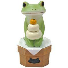 Copeau(コポー)シリーズのレジン製置物。鏡餅を膝に抱えたカエル。【幅:3.2、高さ:6】 【重さ:g】 2016.10.17