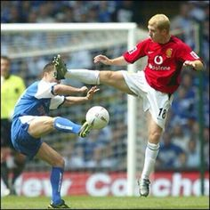 Paul Scholes and Denis Wise in the 2004 FA Cup final.