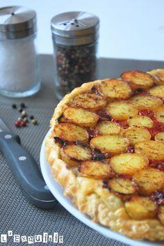 Tarta tatin de patatas, tomates y brie