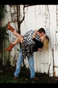 i don't trust my boyfriend enough to do this pose but it sure is cute! hahah pretty much...