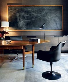 Fresh & Off Beat Home Office Design Ideas that's going to allow you to work from home in a stylish way. Inspire yourself with these modern Home Office decor Modern Office Decor, Office Interior Design, Luxury Interior Design, Luxury Home Decor, Home Office Decor, Office Interiors, Office Ideas, Retro Office, Masculine Office Decor