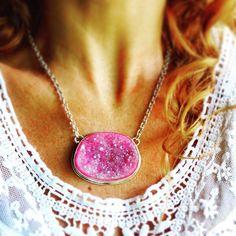 Pink beauty lovely pink druzy quartz necklace  #druzy #quartz #ekjewelry #ekartjewelry #costarica #costaricafashion #costaricajewelry #tamarindo #puravida #dressyourself #stylish #bohemian #bohochic #romantic #crystals #joias #jewellery #jewelry