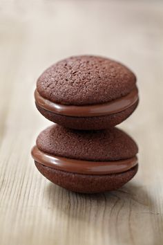 Nutella Whoopies Recipe The Simple Recipe No Egg Desserts, Cookie Desserts, Chocolate Desserts, Cookie Recipes, Easter Desserts, Pizza Lover, Super Cookies, Marble Cake Recipes, Whoopie Pies