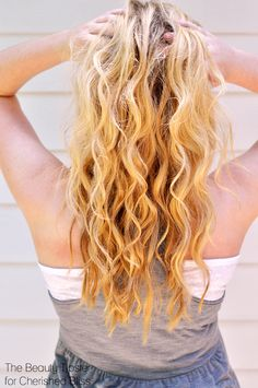 This tutorial is a speedy alternative for the hot summer hair trend by using a curling iron and DIY beach spray.