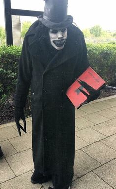 This very accurate Babadook cosplay. : creepy