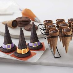 Halloween Witch Hat Cupcake Cones potter halloween desserts Witch Hat Cupcakes With Cones - Halloween Cupcakes Halloween Torte, Bolo Halloween, Pasteles Halloween, Dulces Halloween, Halloween Witch Hat, Halloween Food For Party, Halloween Kids, Halloween Cookies, Witch Hats