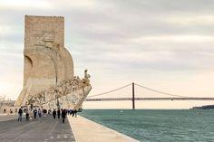 Padrão dos Descobrimentos. Ponte 25 de Abril ao fundo. Lisboa. http://fuievouvoltar.com