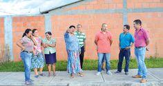 Los líderes del barrio piden que se extienda el canal de aguas residuales para que desemboca directamente al Río Cauca, que pasa unos metros más abajo / Fotografías Fabrit Cruz – El Nuevo Liberal.