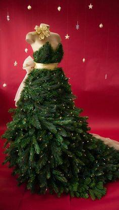 Árbol o pino de Navidad con forma de vestido