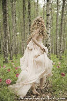 Not Your Average Dress- Leila Hazfi 'Royaye Sefid' Bridal Collections – Bajan Wed Fairytale fashion fantasy / karen cox. ♔ Not Your Average Dress- Leila Hazfi 'Royaye Sefid' Bridal Collections Fashion Fantasy, Fairytale Fashion, Forest Fashion, Witch Fashion, Fairytale Dress, Child Fashion, Fairy Dress, Fashion Clothes, Fashion Dresses