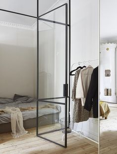 The first thing you see when looking at this quirky Stockholm apartment is the brass panelled kitchen in the middle of the space, which is a real eye catcher. The entrance to the apartment is painted in a pinkish color … Continue reading → Small House Interior Design, Small Bedroom Designs, Scandinavian Interior Design, Scandinavian Style, Small Space Living, Small Spaces, Tiny Living, Compact Living, Stockholm Apartment