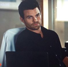Daniel Gillies is so hot and incredibly talented. I would absolutely love to meet him