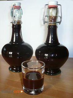 Liquore pocket-coffeeIo ho fatto il liquore pocket coffee senza latte e senza panna. Ingredienti 300 ml alcool 600 ml acqua 600 g zucchero 5 cucchiai colmi nescafè decaffeinat