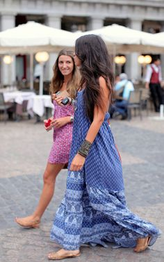 Street style: Printed maxi and mini dresses