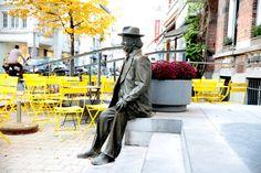 Zijn standbeeld zit er al en hij kreeg er twee cafés naar zich genoemd. De kans is groot dat theaterlegende Romain Deconinck nu ook zijn eigen plein krijgt...